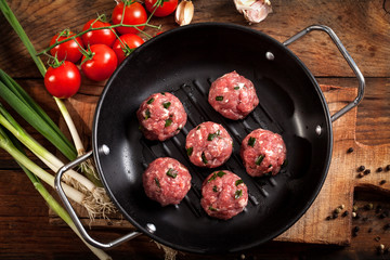 Fresh meatballs with cherry tomato and spring onion