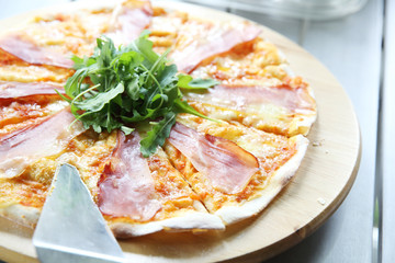 Pizza margherita with parma ham and rocket
