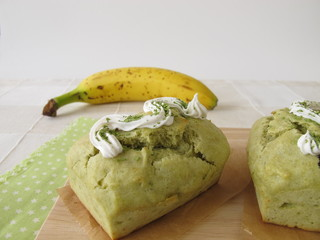 Matcha Bananenkuchen mit Zuckerguss