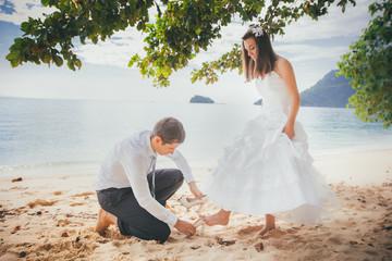 groom wear bridal shoes on his bride