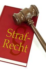 Richterhammer mit Buch und Strafrecht