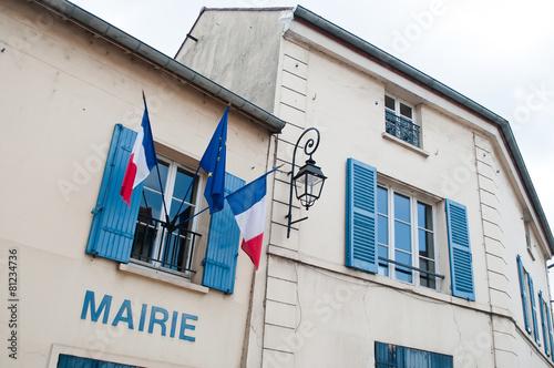 petite mairie de village français - 81234736