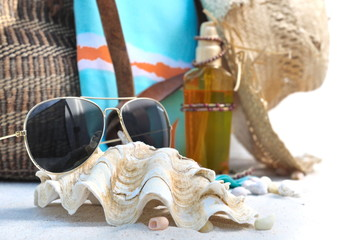 lunettes de soleil sur bénitier