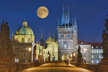 Karlsbrücke Prag beleuchtet