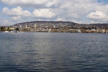 Blick vom See zur Stadt Zürich