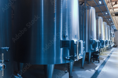 contemporary winery factory - 81251788