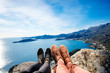 Leinwanddruck Bild - Couples legs on the mountain
