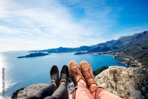 Leinwanddruck Bild Couples legs on the mountain