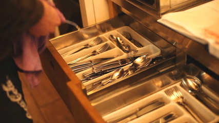 Drying the cutlery