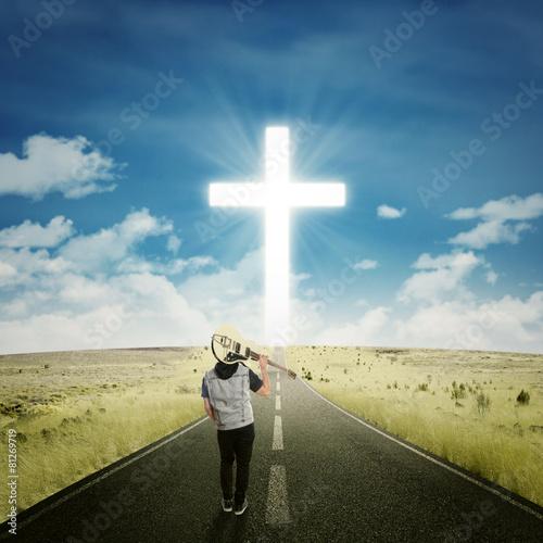 Male musician walking to the cross - 81269719