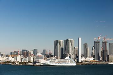 晴海埠頭と大型客船