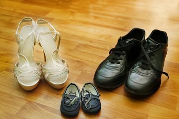 famiglia dalle scarpe in su