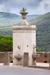 Leinwanddruck Bild - Brunnen in Italien