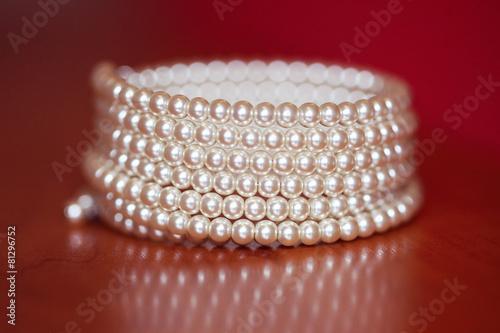 Pearl bracelet on table - 81296752