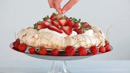 decorate strawberry cake