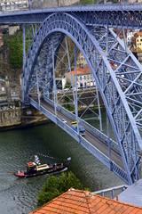 Arco de hierro del puente don Luis I sobre el Duero. Oporto