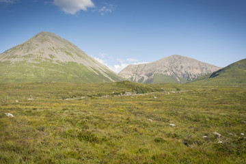 Las Cuillin, montañas rocosas de Escocia