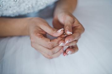 Wedding rings in hands 2474.