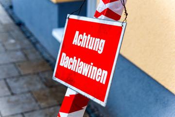 Warnschild, Achtung Dachlawinen
