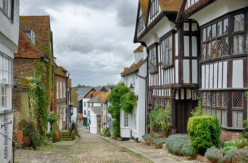 Foto Spatwand Vestingwerk Mermaid Street, in the English town of Rye
