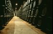 Eichenfässer gelagert in einem Weinkeller in Jerez