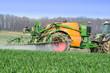 Leinwandbild Motiv Pflanzenschutz, Detailaufnahme Spritze mit Sprühnebel