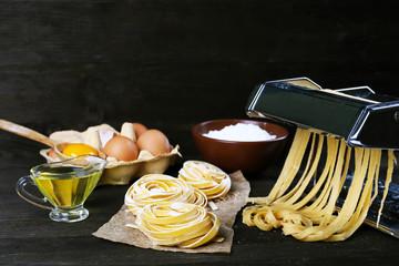 Metal pasta maker machine and ingredients for pasta