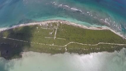 pueblo en la costa mar caribe y selva