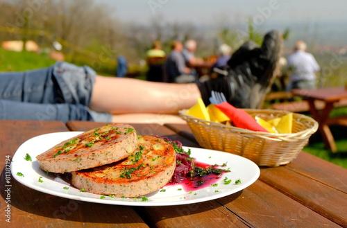 Fotobehang Restaurant Pfälzer Saumagen mit Kastanien und Rotkohl