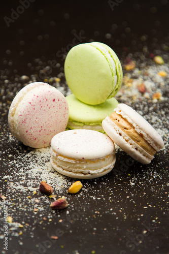 Papiers peints Macarons Colorful macaroons over wood