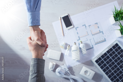 Contractor and customer shaking hands - 81385311