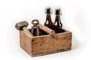 Werkzeugkiste mit Bier
