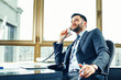 Leinwanddruck Bild - Young businessman talking on the phone at the office