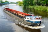 Frachtschiff auf der Weser bei Nienburg