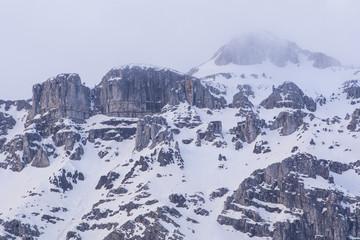 yüksek karlı dağlar