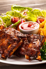 Grilled ribs with vegetables