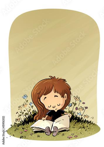 niña leyendo en el campo - 81416302