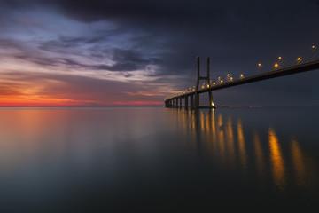 Imagem da Ponte Vasco da Gama ao Amanhecer