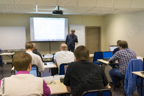 canvas print picture Speaker at business workshop and presentation.