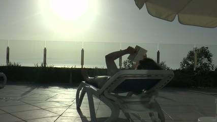 lire sous le soleil