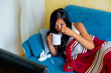 Frau hat Grippe und Fieber