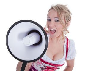 Frau im Dirndl mit Megafon spricht