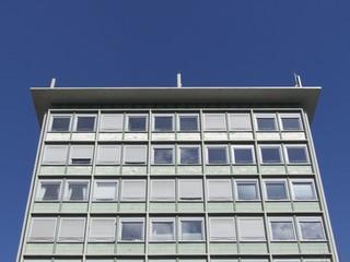 Hochhaus der Sechzigerjahre in der Innenstadt von Frankfurt