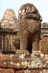 Leone a guardia di un tempio di Angkor