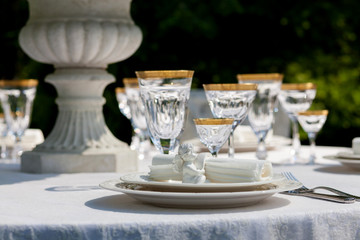 Table setting with napkin and win glasses