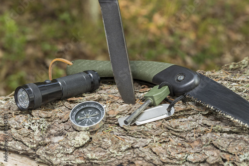 Tuinposter Kamperen essential survival equipment