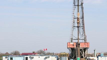 land oil drilling rig