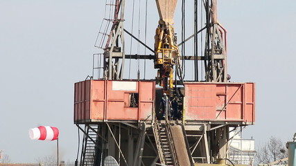 workers on oil drilling rig