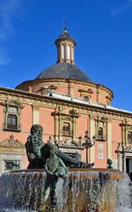 Valencia-Basilica Vergine degli Abbandonati e fontana rio Turia