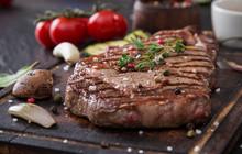 "Постер, картина, фотообои ""Beef rump steak on black stone table"""